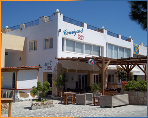 Courtyard Bar & Grill, Pefkos